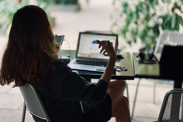 Come curare l'interazione fra sito web aziendale, social network e clienti
